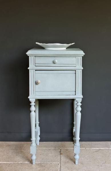 Duck Egg Blue looks wonderful and fresh with Old White. A greenish soft blue reminiscent of Rococo French and Swedish interiors.We also love it distressed and