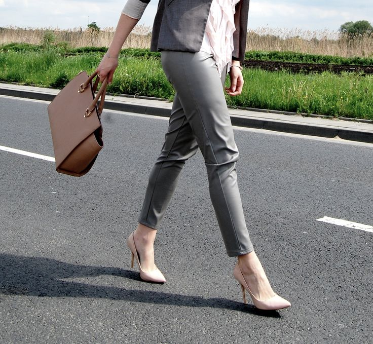 http://wonderlandbyalicja.blogspot.com/  zara nude shoes & faux leather pants