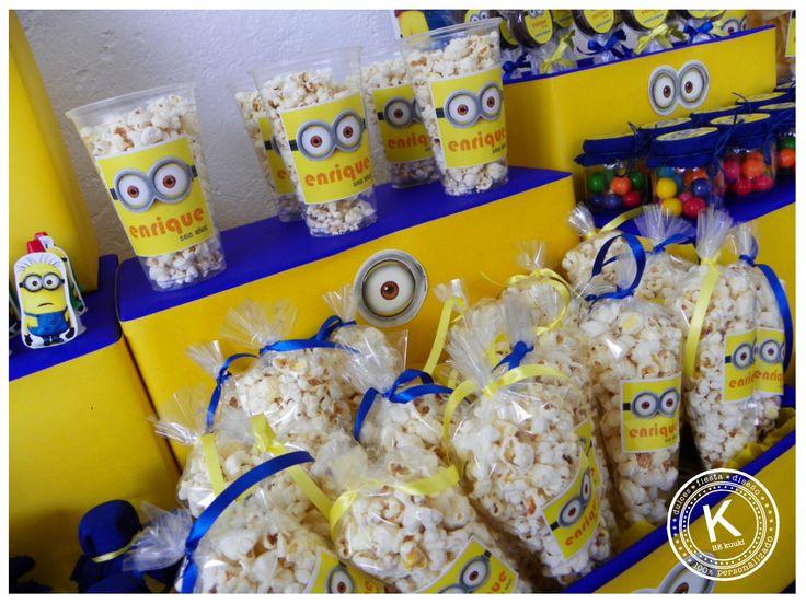Mesa de dulces | candy bar | cumpleaños | minions | dulces | salado | fiesta | amarillo | azul | palomitas | www.beKUUKI.com