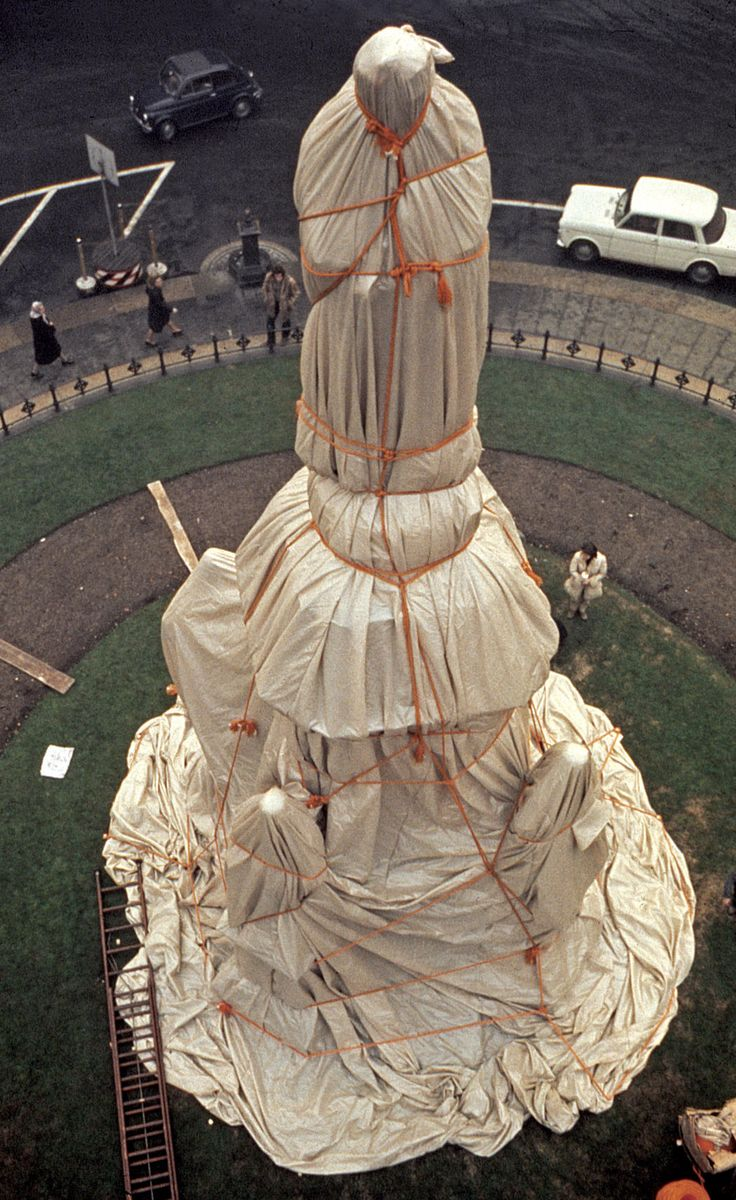 Wrapped Monument to Leonardo da Vinci, Piazza della Scala, Milano, Italy, 1970   Photo: Harry Shunk   © 1970 Christo