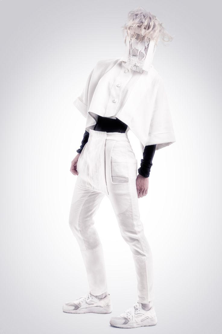 Realización de fotografías para la marca de diseño de ropa Hautchezpere. Chaqueta y pantalon mujer.  Fotografía: Kinoki studio