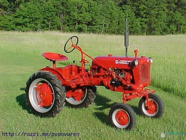 Very Nice 1948 International Harvester Farmall Cub farm tractor.