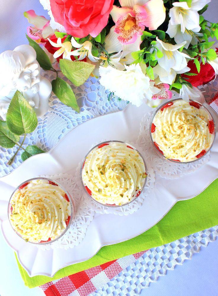 Verrines fraises chantilly & son crumble à la noisettes3