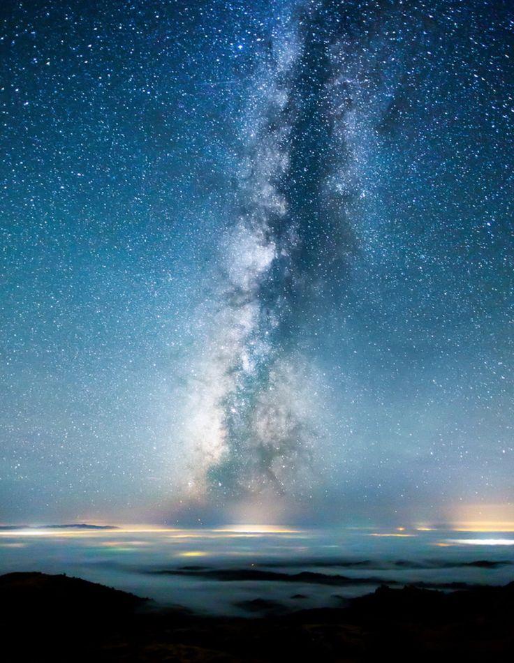 Vi propongo questo bellissimo timelapse di Soul. Il titolo è starry night (cielo stellato in movimento). La tecnica del timelapse prevede l'uso degli scatti fotografici montati a formare un video con l'ausilio della musica.