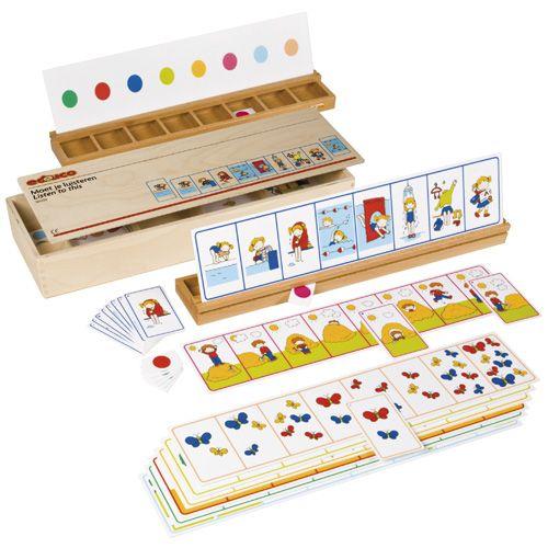 --- moet je luisteren --- 523122 Moet je luisteren is een interactief spel voor twee kinderen. Het ene kind geeft een opdracht waarna het andere kind als antwoord een kleurkaartje door het opzetblok schuift. Hierdoor is er een directe controle. De opdrachten gaan om het beschrijven van situaties, het beschrijven van ruimtelijke begrippen (op, voor, achter, links, enz.), het beschrijven van kleur, aantal en grootte en het horen van woorden achteraan of vooraan in een rij.