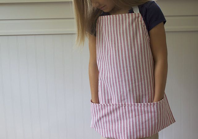 Simple Dishtowel Aprons - I'm doing these for all the big holidays!  How cute and easy!
