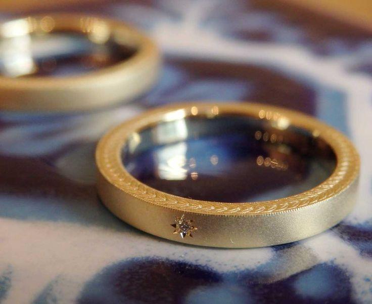 アローロ:ゴールドの結婚指輪 側面に月桂樹の飾り彫り [マリッジリング、オーダーメイド,marriage,wedding, ring ,K18.Gold]