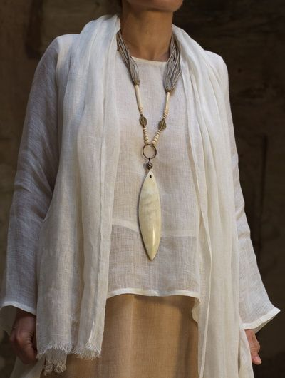 Necklace: zebu horn and ethnic beads from Mali