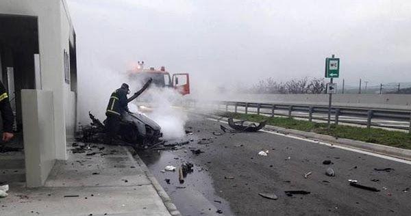 Μυστήριο με το σπορ αυτοκίνητο που σταμάτησε μπροστά στα φλεγόμενα οχήματα