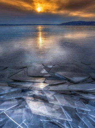Lago congelado bajo el sol | Fondos para iPhone