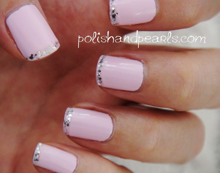 pink and glitter: Glitter Nails Tips, Glitter French Tips, Pink Tips, French Manicures, Pink Nails, Sparkle Nails, Glitter Tips, Nails Polish, Delicate Pink