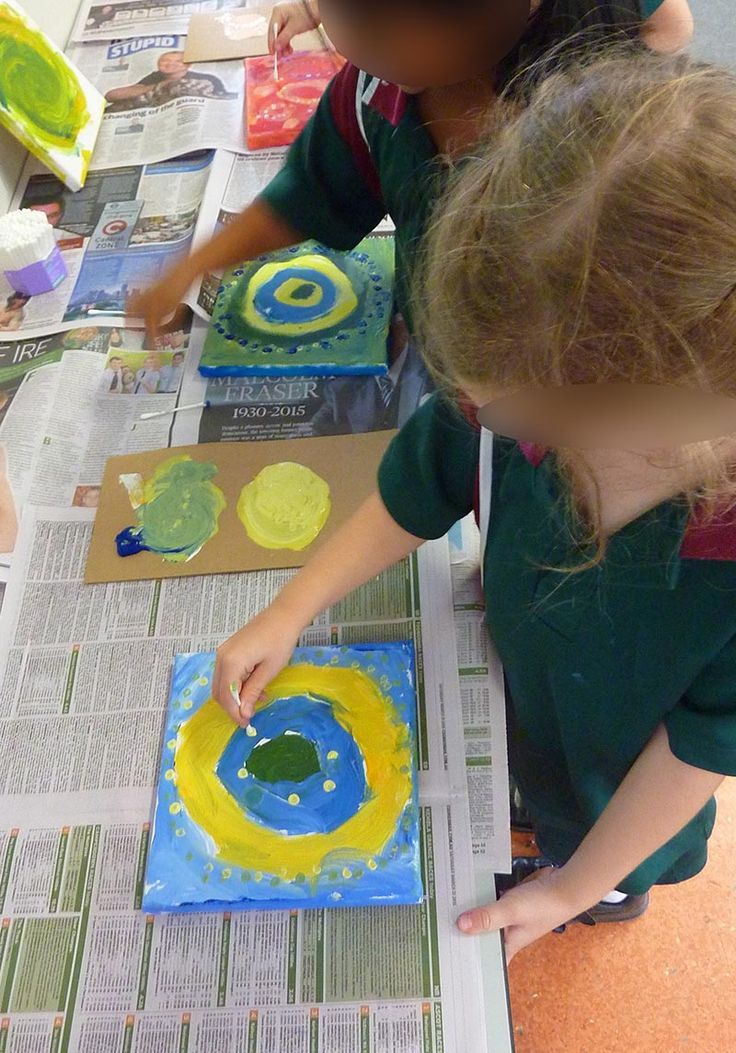 Circle Scientists. Unit exploring different materials and techniques focussing on circle/shape. Students applying paint with cue tip/cotton wool bud. Small painted canvases. Prep Year     Edit description      Circle Scientists. Unit exploring different materials and techniques focussing on circle/shape. Small painted canvases. Prep Year