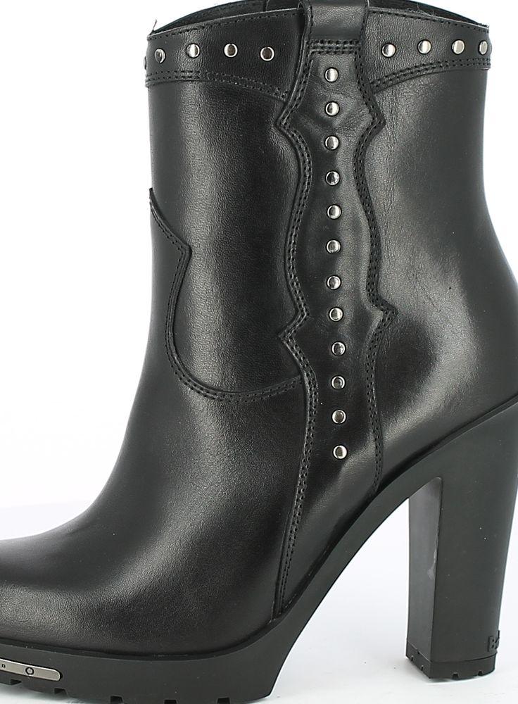 High Rivets Boot
