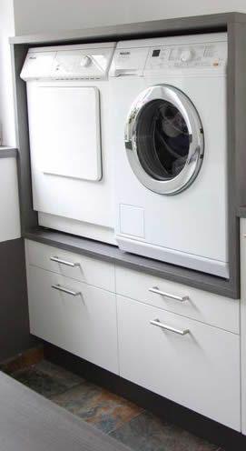 Wasmachine en droger op werkhoogte. De onderste lades zijn voor wasgoed en/of…