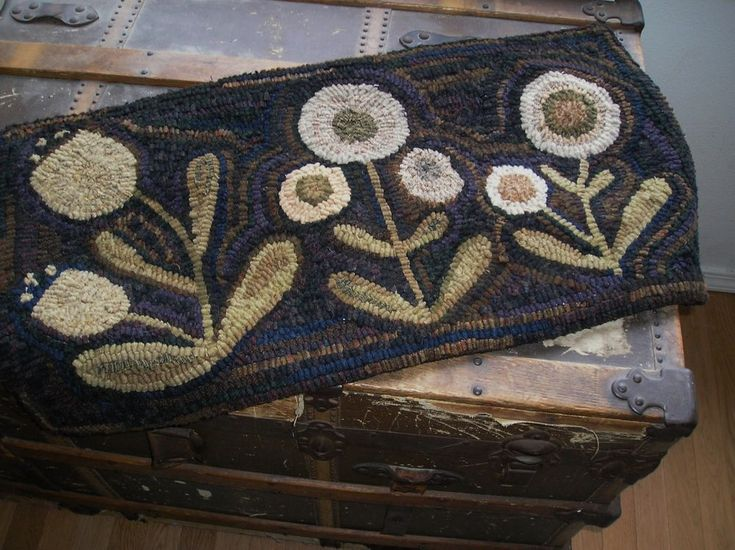 HAND  MADE PRIMITIVE HOOKED RUG ~ IN THE GARDEN ~  FOLK ART ~  #Primitive #SUSANKILDUFF