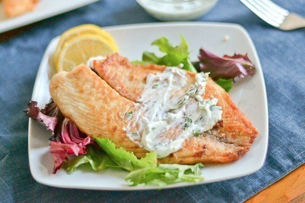 Baked fish in yoghurt with herbs
