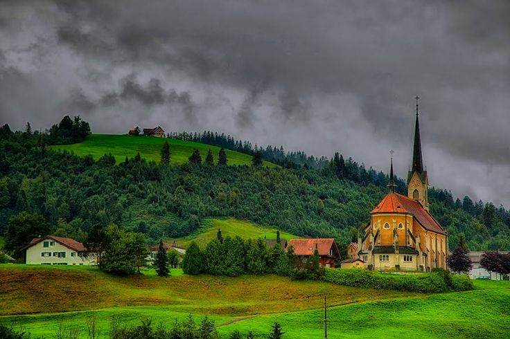 Eine Kirche in Bennau (Kanton Schwyz).