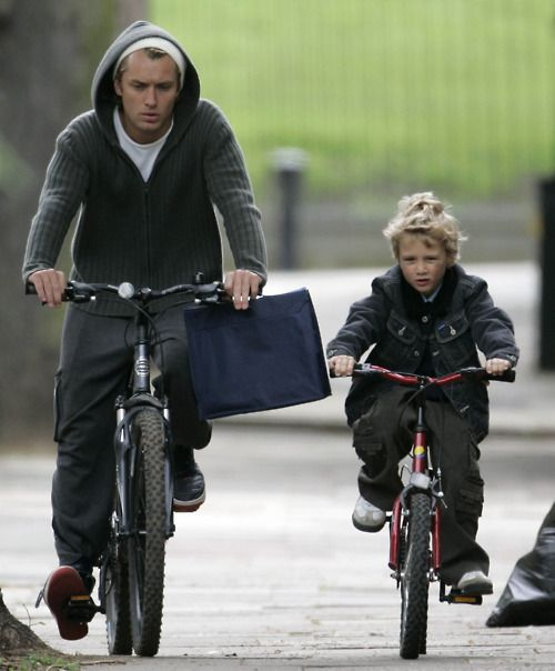 Adorable father/son bike style - Jude Law I deeply love you guys! Very cute! #lifestyle #bicycle #exercise