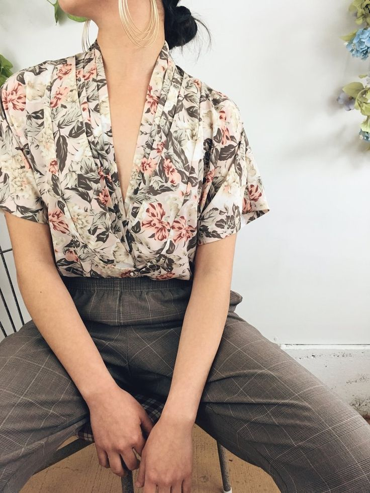 Hold The Phone This Floral Blouse Is One Of Our Dreams Super Retro With A Do 150 Hold The Phone This Fl Hipster Outfits Summer Retro Outfits Hipster Outfits