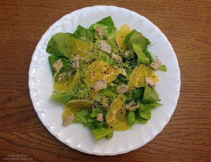 Salata cu gorgonzola si portocala.  Orange and blue cheese salad.
