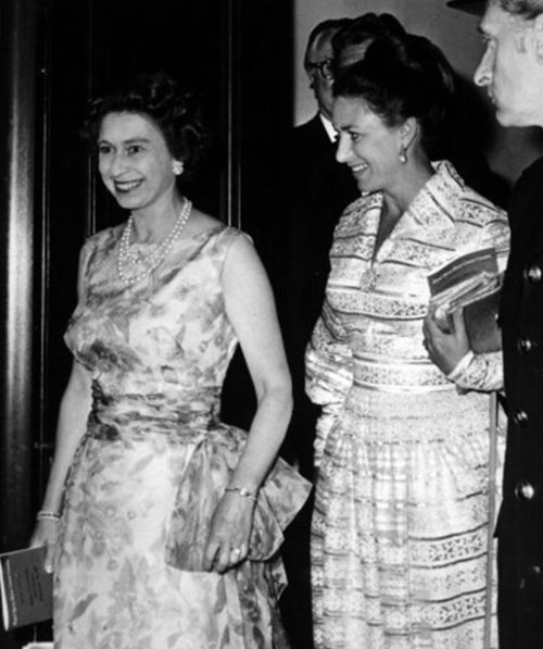 royalwomenofgreatbritain:  Queen Elizabeth II and Princess Margaret