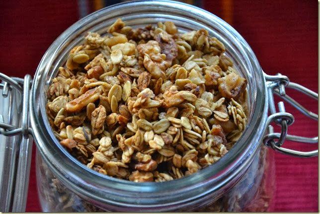 drobečky: Nedělní snídaně: granola s javorovým sirupem a oře...