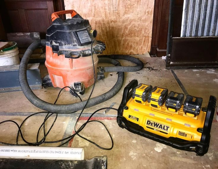 I call this my cordless extension cord. The dewalt power station has so many uses. This house has temporary power but it was easier to use my power station than to wrangle 100ft cord up and then roll it back up. @dewalttough          #Carpenter #carpentry #construction #contractor #woodworker #powertools #tools #tool #cincinnati #woodworking #design #craftman #diy #instagood  #handtools #wood #home #builder #constructionworker #trade #joinery #keepcraftalive #teamacme #dewalt #dewalttools…