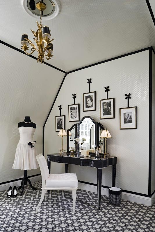 Not a wall is spared in this glamorous dressing room. Floor to ceiling #wallpaper creates a lavish space. via @Jessie K.
