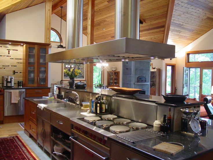 An award-winning chef's kitchen from Lindal Cedar Homes in West Virginia.