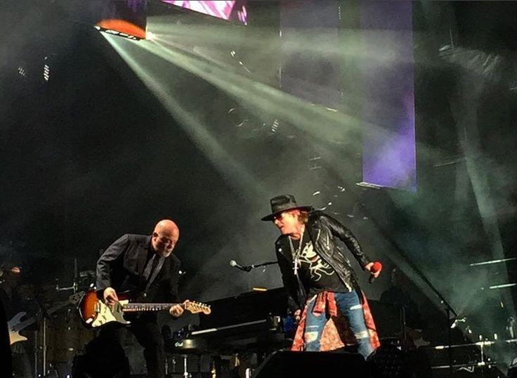 awesome Эксл Роуз и Билли Джоэл исполнили Highway To Hell