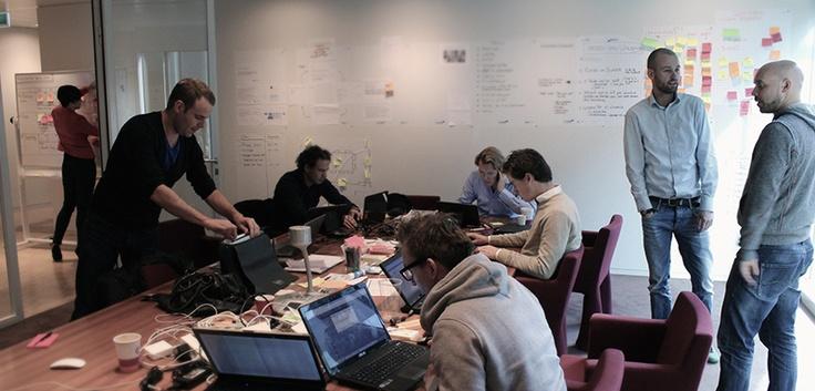 #CONVERSATION COMPANY – We moesten een manier vinden om Microsoft te helpen conversaties te voeren. Dit zou plaatsvinden intern bij Microsoft in een 'war room'. In deze room werken creatieve mensen samen met experts en beslissingsbevoegde mensen. Insteek was om het bij hen intern, te doen omdat daar alle feitelijke kennis zit over Windows 8 en we het personeel erbij konden betrekken. De 'war room' noemen we het Sparklab. http://microsoft.nl/sparklab
