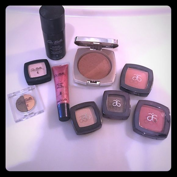 "Arbonne makeup lot! 3 eyeshadow, 2 blush, 1 bronzer, 1 lipgloss, 1 dual eyeshadow, 1 foundation in ""Fawn"", barely touched/lipgloss never used Arbonne Makeup"