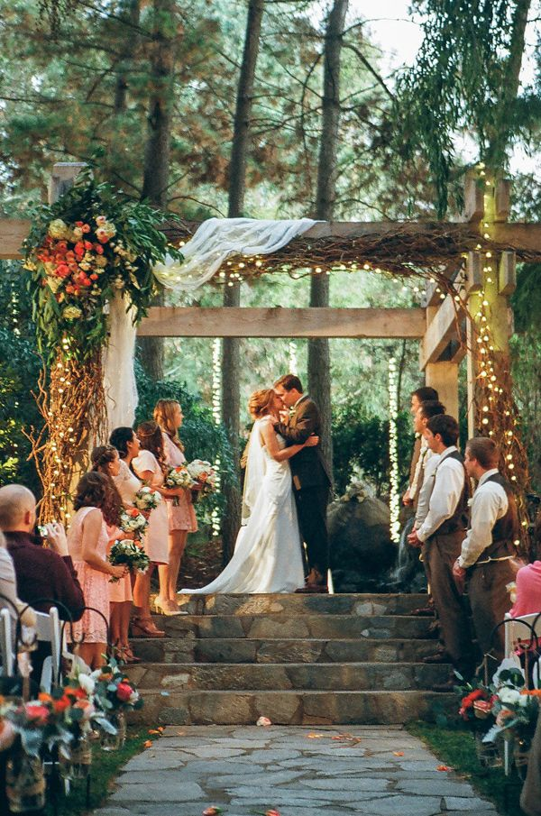 Ruffled - photo by http://www.christiannetaylorweddings.com/ - http://ruffledblog.com/sophisticated-calamigos-ranch-wedding/ | Ruffled