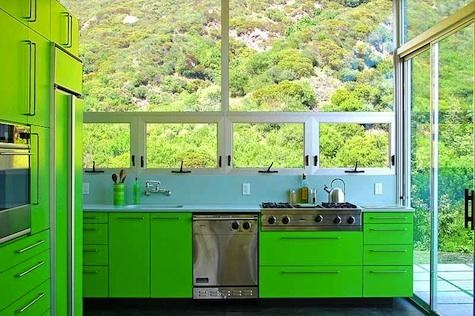 this is the kind of green kitchen I can get behind!