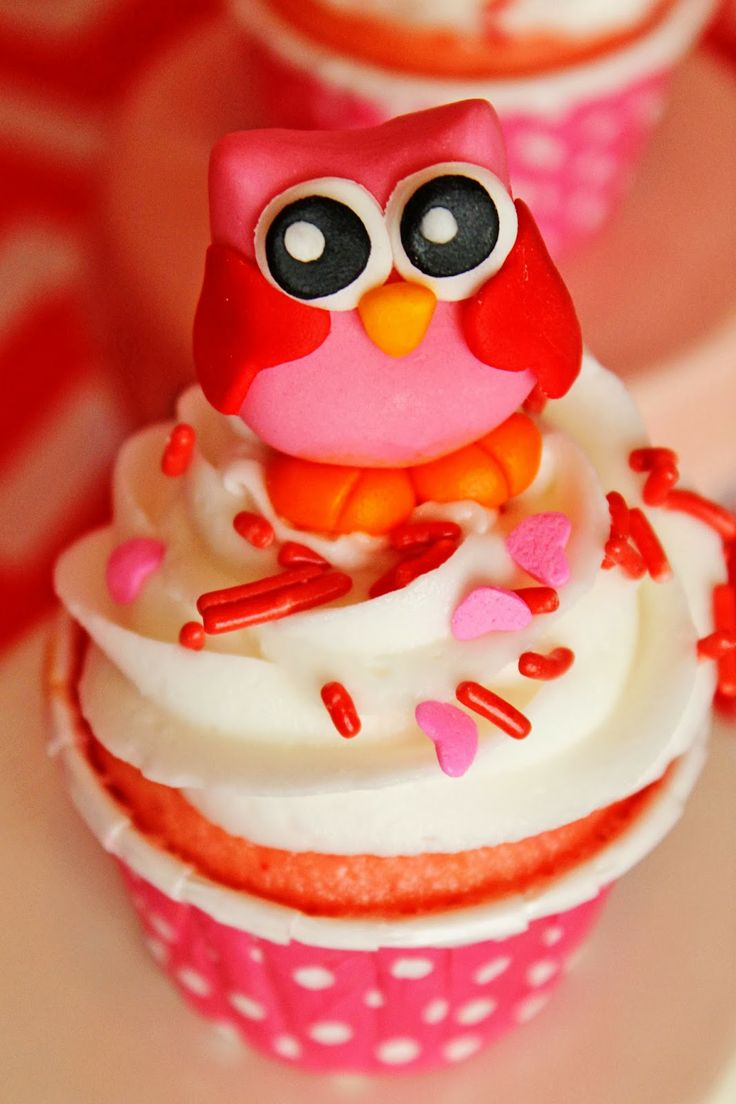Happy V-OWL-entines day cupcake