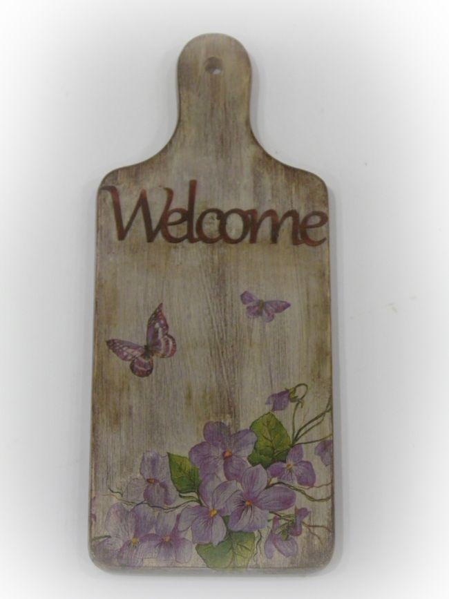 Επιφάνεια κοπής με παλαίωση, λουλούδια και welcome! Δείτε περισσότερες δημιουργίες εδώ:http://xeiropoiein-deco.gr/index.php/χειροποίητες-δημιουργίες