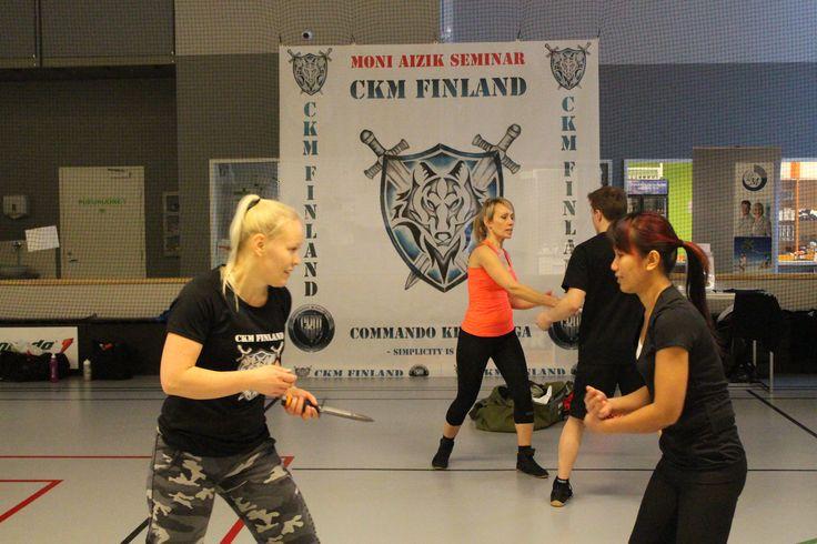 Jasmine, Nina, Peetu etc. training some knife defensives