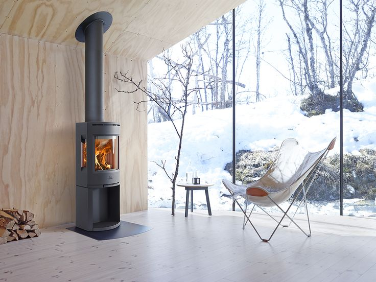 Jøtul F 130-series is a modern and stylish designed woodstove. For houses with a low energy demand, this stove is an ideal option. Image: Jøtul F 135