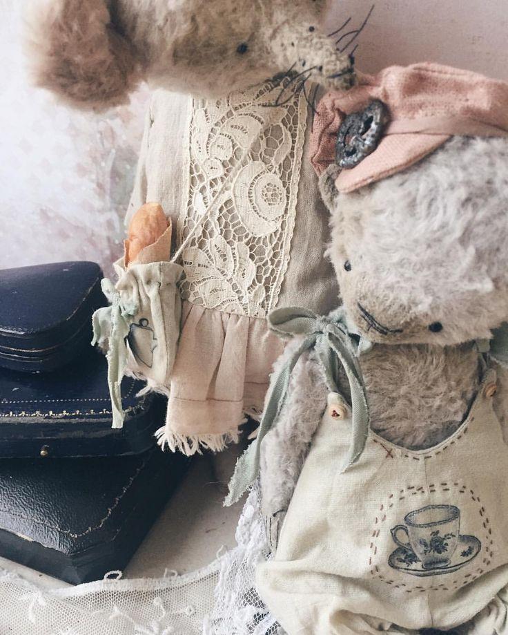 574 отметок «Нравится», 28 комментариев — Tsymbal Anna (@aniteddys) в Instagram: «Доброе утро . Сегодня опять в путь -дорогу , чемодан уже собран , и Мишки готовятся к своему…»