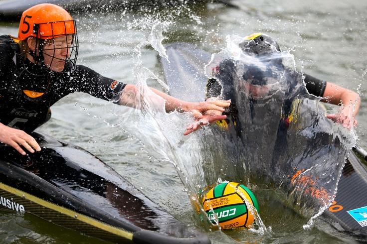 Kayak Polo - PadL - Créateur d'Aventures Aquatiques Site internet : www.padl.be - www.padl.fr Shopping : www.padlstore.com