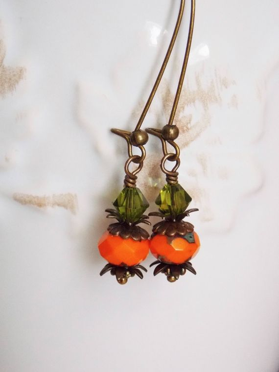 These cute lil pumpkin #earrings are composed with Czech glass rondelles and topped with antique brass bead caps, Swarovski Crystals. They are long and light. Perfect for yo... #autumn_jewelry #czech_glass #fall_earrings #gift_for_her #halloween_earrings #holiday_earrings #holiday_jewelry #jewelry #orange #orange_earrings #orange_jewelry #pumpkin_earrings #pumpkin_jewelry #thanksgiving_jewelry