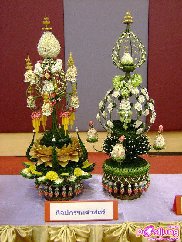 พานไหว้ครู Thai floral style. gorgeous.
