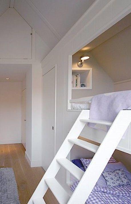 tienerkamer kleine ruimte | Leuk idee voor op zolder. Door pitronella