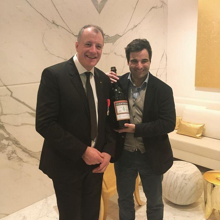 """via @emmanuel_1605 """"Une bouteille unique pour un ami unique des chartreux ! Bravo Patrick !"""" #patrickhenriroux"""