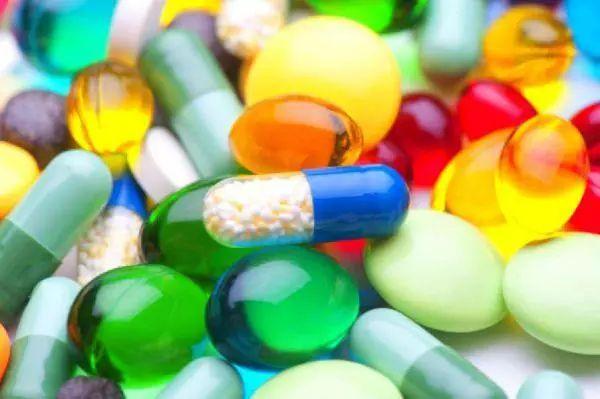 IL CONFLITTO CHE NESSUNO VUOLE VEDERE (MA TUTTI CONOSCONO) - Come Big Pharma tiene in ostaggio la scienza, la salute pubblica e il progresso del mondo intero tramite il debito.