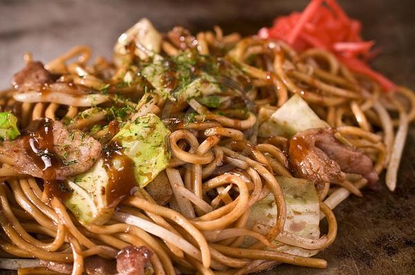 Cucina giapponese: Yakisoba, tanto gusto con spaghetti nipponici, carne e verdure