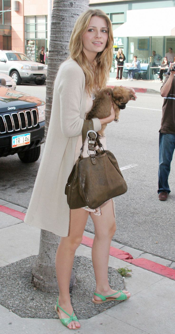 Mischa Barton Casual Long Toes Out Of Sandals Best