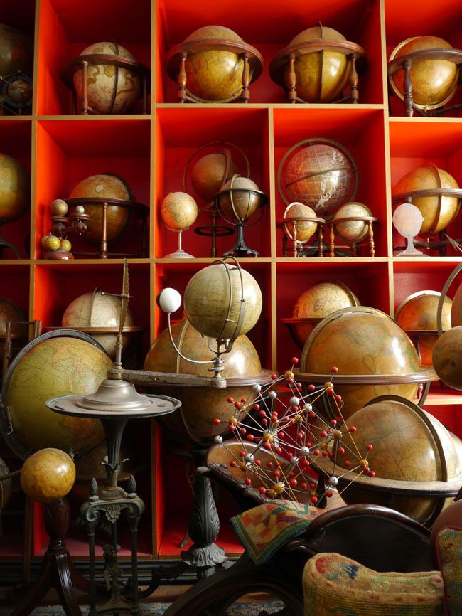 Collected globes - yes! Maybe not this many, but what a fascinating collection this could be!
