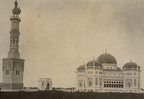 Moskee en minaret in Medan 1900-1920.
