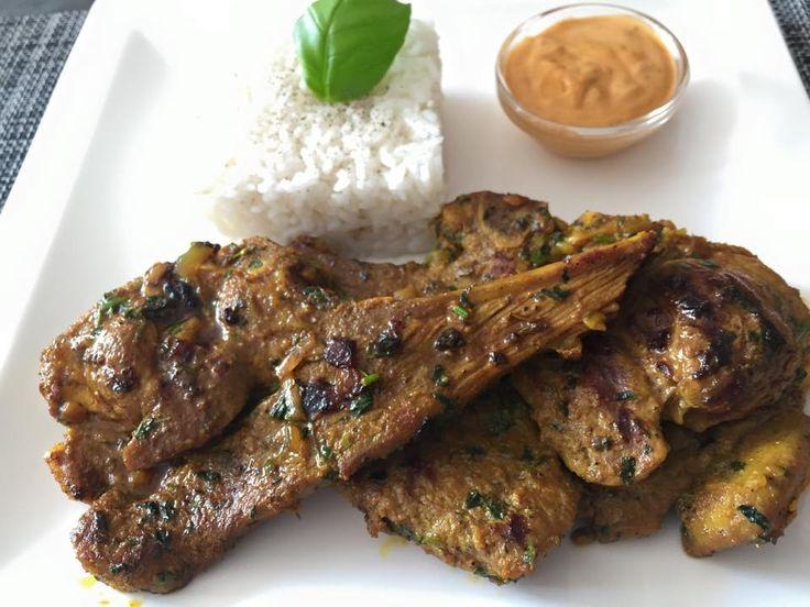 Marokkaanse koteletten. Serveer er een stukje brood, groenten naar keuze en wat Andalouse saus voor bij het vlees. Ingrediënten: koteletten (hoeveelheid …